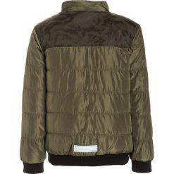 Name it NITMARDY Kurtka zimowa ivy green. Szare kurtki chłopięce zimowe marki Name it, z materiału. W wyprzedaży za 144,50 zł.