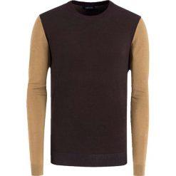 Swetry klasyczne męskie: Sweter w kolorze beżowo-brązowym