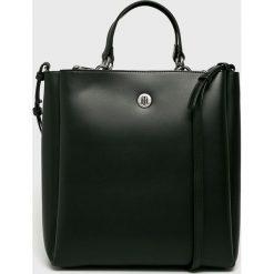Tommy Hilfiger - Torebka. Czarne torebki klasyczne damskie TOMMY HILFIGER, w paski, z materiału, duże. Za 649,90 zł.