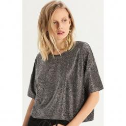 Błyszczący t-shirt oversize - Srebrny. Szare t-shirty damskie Sinsay, l. Za 39,99 zł.