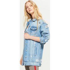 Kurtka jeansowa oversize - Niebieski. Niebieskie kurtki damskie jeansowe marki Cropp, l. Za 149,99 zł.
