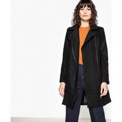 Płaszcze damskie pastelowe: Płaszcz w motocyklowym stylu zapinany na suwak