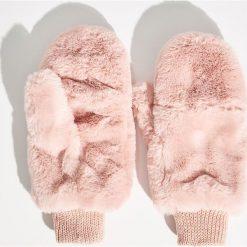 Puszyste rękawiczki - Różowy. Czerwone rękawiczki damskie Sinsay. Za 29,99 zł.