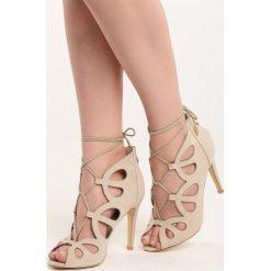 Beżowe Sandały Procedure. Brązowe sandały damskie Born2be, z materiału, na wysokim obcasie, na obcasie. Za 24,99 zł.