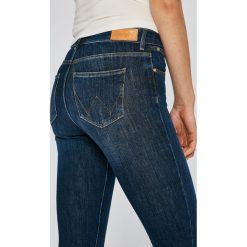 Wrangler - Jeansy Summer Night. Szare jeansy damskie rurki marki Wrangler, na co dzień, m, z nadrukiem, casualowe, z okrągłym kołnierzem, mini, proste. W wyprzedaży za 249,90 zł.