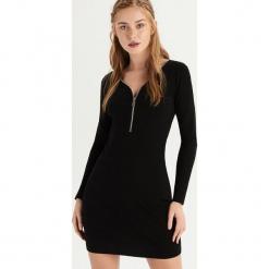 Sukienka z zamkiem na dekolcie - Czarny. Czarne sukienki na komunię marki Reserved, l, z dekoltem na plecach. Za 49,99 zł.
