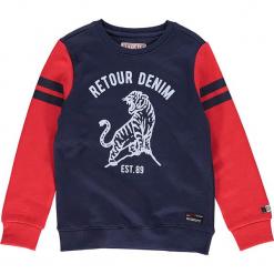 Bluza w kolorze granatowym. Niebieskie bluzy chłopięce marki Retour Denim de Luxe, z nadrukiem. W wyprzedaży za 125,95 zł.