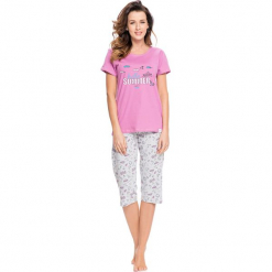 Piżama w kolorze różowo-szarym - t-shirt, spodnie. Czerwone piżamy damskie Doctor Nap, s, z nadrukiem. W wyprzedaży za 64,95 zł.