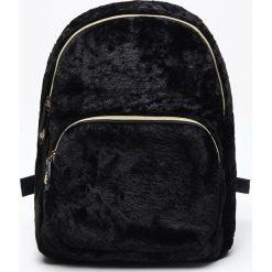 Pluszowy plecak - Czarny. Czarne plecaki damskie marki Cropp. Za 99,99 zł.