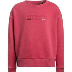 Scotch R'Belle BOXY FIT CREWNECK WITH CHEST ARTWORK Bluza framboise. Czerwone bluzy chłopięce Scotch R'Belle, z bawełny. W wyprzedaży za 188,10 zł.