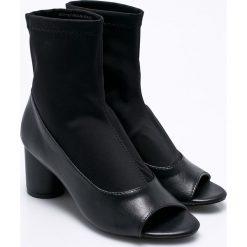 Silvian Heach - Botki Ankle Boots Partaloa. Białe botki damskie lity Silvian Heach, z materiału, klasyczne, z otwartym noskiem. W wyprzedaży za 249,90 zł.