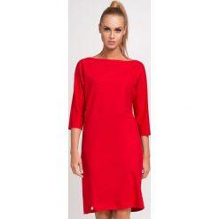 Czerwona Nowoczesna Sukienka z Dekoltem w Łódkę z Rękawem za Łokieć. Czerwone sukienki balowe marki Molly.pl, na jesień, l, z dresówki, z dekoltem w łódkę, midi, oversize. Za 83,90 zł.