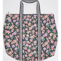 Torebki klasyczne damskie: Duża torba w kwiaty – Wielobarwn