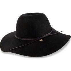Kapelusz GUESS - AW7881 WOL01 BLA. Czarne kapelusze damskie Guess, z aplikacjami, z materiału. Za 229,00 zł.