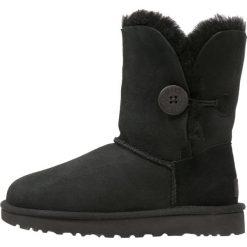 UGG BAILEY BUTTON II Botki black. Czarne buty zimowe damskie Ugg, z materiału. Za 899,00 zł.