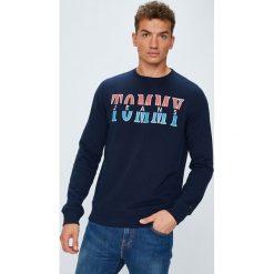 Tommy Jeans - Bluza. Niebieskie bejsbolówki męskie Tommy Jeans, l, z nadrukiem, z bawełny, bez kaptura. Za 299,90 zł.