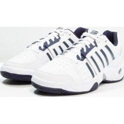 KSWISS ACCOMPLISH III Obuwie multicourt white/navy. Białe buty do tenisa męskie marki K-SWISS. Za 459,00 zł.