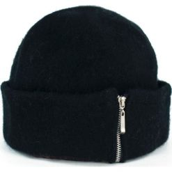 Czapka damska Elegant zip czarna. Czarne czapki zimowe damskie Art of Polo. Za 54,70 zł.
