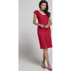 Czerwona Wyjściowa Dopasowana Sukienka z Przewiązanym Wycięciem na Plecach. Czerwone sukienki balowe Molly.pl, na spotkanie biznesowe, l, z dekoltem na plecach, dopasowane. W wyprzedaży za 115,23 zł.