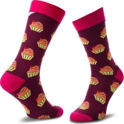 Skarpety Wysokie Unisex CUP OF SOX - Bawełniany Muffin Z Taaaką Wiśnią B Bordowy Kolorowy. Czerwone skarpetki damskie Cup of sox, w kolorowe wzory, z bawełny. Za 24,00 zł.