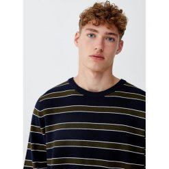 Sweter w paski z dzianiny ottoman. Czarne swetry klasyczne męskie marki Pull&Bear, m. Za 69,90 zł.
