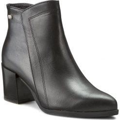 Botki MACCIONI - 467 Czarny. Czarne buty zimowe damskie Maccioni, z materiału. W wyprzedaży za 259,00 zł.