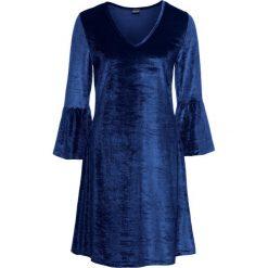 Sukienka aksamitna z falbanami: must have bonprix kobaltowy. Niebieskie sukienki z falbanami marki bonprix, z dekoltem w serek. Za 59,99 zł.