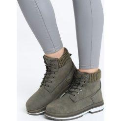 Zielone Traperki Trowth. Zielone buty zimowe damskie marki Born2be, prążkowane, za kostkę, na obcasie. Za 89,99 zł.