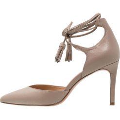 Buty ślubne damskie: Banana Republic Czółenka sznurowane grey