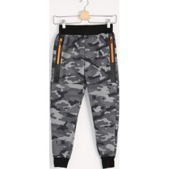 Chinosy chłopięce: Moro Spodnie Dresowe Soldat