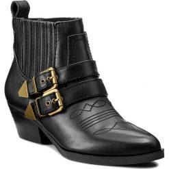 Botki GUESS - Violla FLVIO3 LEA09 BLACK. Czarne buty zimowe damskie marki Guess, z materiału. W wyprzedaży za 439,00 zł.