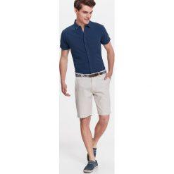KOSZULA MĘSKA DZIANINOWA Z PIKI. Niebieskie koszule męskie marki bonprix, m, z nadrukiem, z klasycznym kołnierzykiem, z długim rękawem. Za 34,99 zł.
