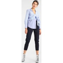 Bluzki asymetryczne: Bardot WRAP TIE  Bluzka blue/white