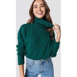 NA-KD Sweter oversize z wywijanym golfem - Green. Niebieskie golfy damskie marki NA-KD, z satyny. Za 141,95 zł.