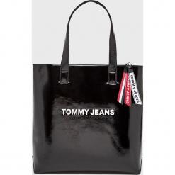 Tommy Jeans - Torebka. Czarne torebki klasyczne damskie marki Tommy Jeans, z jeansu, duże. Za 579,90 zł.