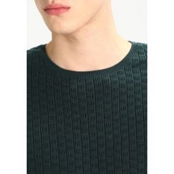 Kardigany męskie: Knowledge Cotton Apparel CHECK ROUND NECK  Sweter green gables