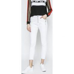 Answear - Jeansy. Szare jeansy damskie rurki ANSWEAR, z bawełny, z obniżonym stanem. W wyprzedaży za 79,90 zł.
