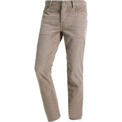 Chinosy męskie: AllSaints CROMWELL REX Spodnie materiałowe stone