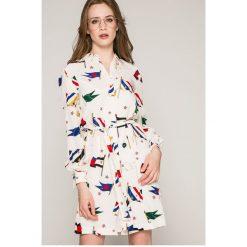 Tommy Hilfiger - Sukienka. Szare długie sukienki TOMMY HILFIGER, na co dzień, z aplikacjami, z tkaniny, casualowe, z długim rękawem. W wyprzedaży za 579,90 zł.