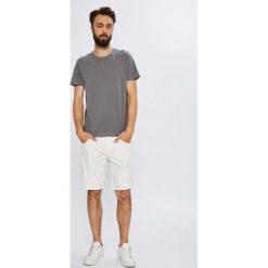 Armani Exchange - Szorty. Szare szorty męskie marki Armani Exchange, z bawełny, casualowe. W wyprzedaży za 379,90 zł.