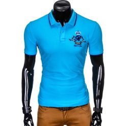 KOSZULKA MĘSKA POLO Z NADRUKIEM S906 - NIEBIESKA. Niebieskie koszulki polo marki Ombre Clothing, m, z nadrukiem. Za 59,00 zł.