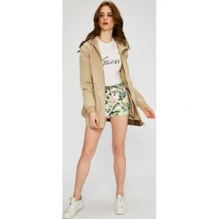 Guess Jeans - Parka. Szare parki damskie marki Guess Jeans, l, z aplikacjami, z bawełny. W wyprzedaży za 499,90 zł.