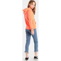 Bluzy damskie: Superdry ENTRY HOOD Bluza z kapturem fluro coral snowy
