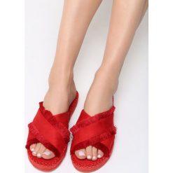 Czerwone Klapki Cerulean. Czerwone crocsy damskie marki Born2be, z materiału, na obcasie. Za 69,99 zł.