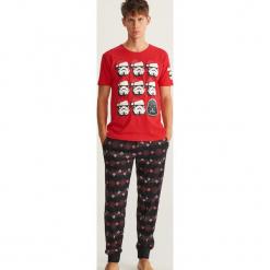 Piżama z nadrukiem Star Wars - Czerwony. Czerwone piżamy męskie Reserved, l, z motywem z bajki. Za 99,99 zł.
