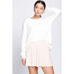 Biały Sweter Come Into My Life. Białe swetry oversize damskie Born2be, m, z dzianiny. Za 49,99 zł.