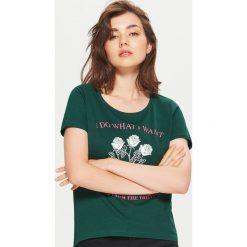 Koszulka z nadrukiem - Khaki. Brązowe t-shirty damskie marki Cropp, l, z nadrukiem. Za 24,99 zł.