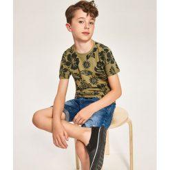 T-shirt z nadrukiem - Khaki. Brązowe t-shirty chłopięce z nadrukiem marki Reserved, l. Za 29,99 zł.
