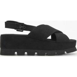 Sandały na platformie - Czarny. Białe sandały damskie marki Graceland, w kolorowe wzory, z materiału, na obcasie. Za 159,99 zł.