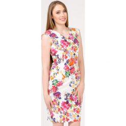 Sukienki: Kobieca sukienka z kolorowym nadrukiem